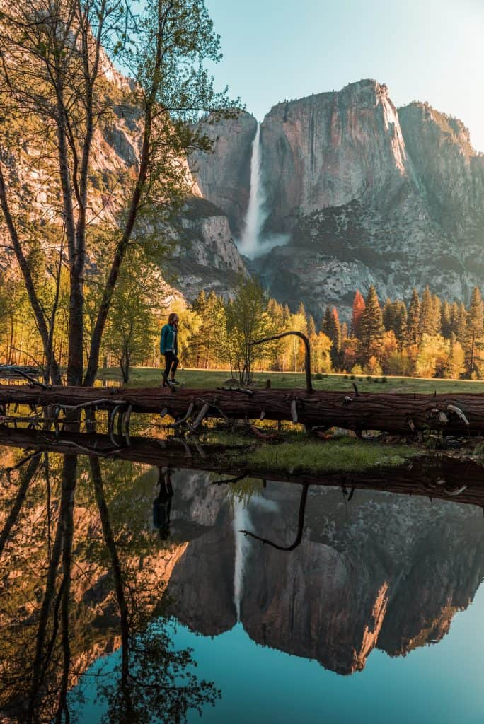 Someone hiking with a view of the Yosemite Mountain in Fall
